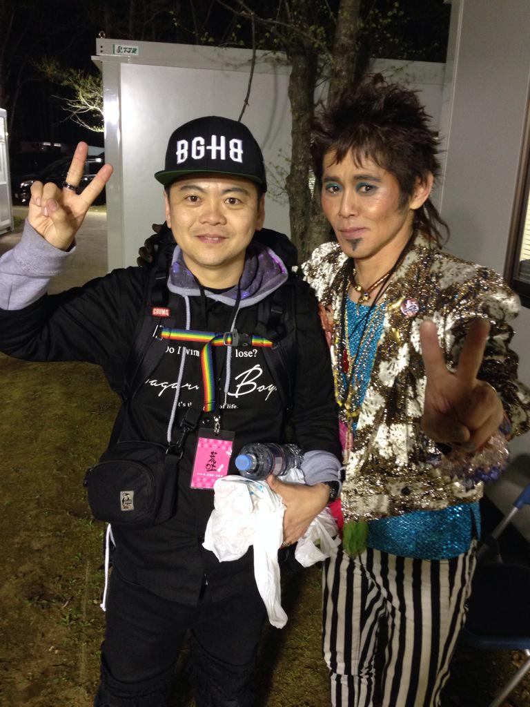 アラバキ。最後にニセ忌野清志郎さんと2ショット!あっ。ワタナベイビーさんですよ。名古屋戻りまーす、 http://t.co/jE2zUs1mzb