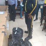 Empresa de seguridad entregó bolsas con material electoral @uni_cartagena @ElUniversalCtg #VotoEstudiantilUdeC http://t.co/fN1HYrZzQT