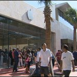 Opening of new Lincoln Road Apple Store draws hundreds http://t.co/EN9CueY1OC #miami http://t.co/1QqEj7vgPA