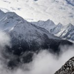 Muerte y devastación bajo la nieve en campo base del #Everest tras sismo http://t.co/bZTp29ynSv #Nepal http://t.co/c27pB3xvlD