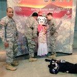 カーチャンが米軍に壁ドンされてる… #超会議2015 http://t.co/eiQdzdu04L