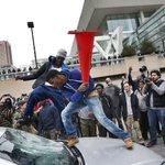 #Fotogalería Se registran disturbios en #Baltimore tras marcha por afroamericano http://t.co/HOASVVRyrM http://t.co/DMiz4QJx6a