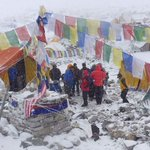Bad weather hampers search for avalanche survivors on Mount Everest; 10 confirmed dead http://t.co/9BlxW1Hdg2 http://t.co/Jt8joVRnz5