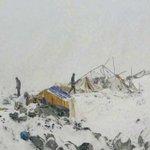 Suman 17 muertos tras avalancha en Everest, provocada por sismo en Nepal http://t.co/mbhmYXFHH8 http://t.co/onz6MEUjBo