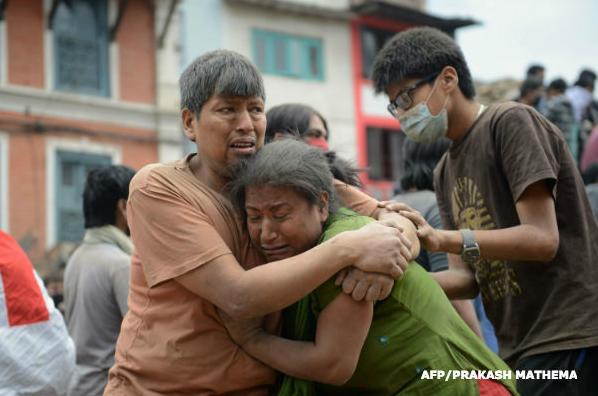 25日、ネパールで大地震が発生し、多くの人々が支援を必要としています。 国連WFPは食糧支援等の緊急支援の準備を急いでいます。ネパールの人々にご支援をお願いします。ご寄付はこちらから。 http://t.co/7BrHPfV5bM http://t.co/GWmL3ZtryI