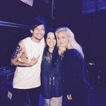 """""""@JohannahDarling: Backstage in Dubai with my two biggest babies :) ❤️❤️ http://t.co/bpLNUxV2qP"""" #BestFandomCA2015 Directioners"""