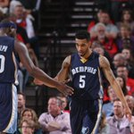 Memphis holds on! Despite feverish effort by Blazers, Grizzles win, 115-109, and take commanding 3-0 series lead. http://t.co/OUispLglf2