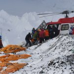 #NepalQuake: Helicopters airlift injured climbers off Mount Everest after avalanche http://t.co/QezKLYQooa http://t.co/2B0SWJtGMc