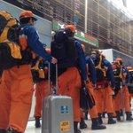 ネパールへの国際緊急援助隊救助チーム。「結団」の後、出国手続きを終えたところです。警察、消防、海保、医療関係者等含め70名が、北海道から沖縄まで文字通り全国から集まりました。 http://t.co/mA6adCIcVI