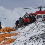 #NepalQuake Choppers rescue #EverestAvalanche victims http://t.co/Kfo9hCjSw8 http://t.co/cMFqxNfaCE