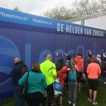 Lekker druk aan de wall of fame @Antwerp10Miles http://t.co/ZibBCK1BWJ