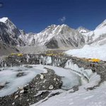 22 climbers dead in #NepalQuake-triggered avalanche on Mount Everest http://t.co/aRJDAjAqCO
