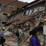 #NepalQuake: US, EU sending rescue teams; 62-strong Chinese mission arrives in Kathmandu http://t.co/mWAzBgHjAz http://t.co/3RPWPK0Ehc