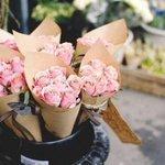 Нет девушек, которые не любят цветов, Есть мужчины, которые так считают.  Джонни Депп http://t.co/oQN2j4DPln