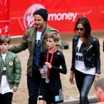 Team Romeo: the Beckhams arrived in matching tees to support Romeo in the #LondonMarathon http://t.co/x64VcQiWrx http://t.co/pvnTKB4BDq