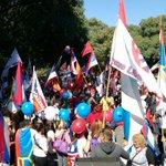 Una fiesta de rojo, azul y blanco se vive en Parque Batlle. Acercate cin tu bandera a disfrutar del domingo! http://t.co/cwc44XfVaL