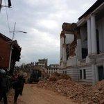 Nepal pide ayuda y estima que cifra de muertos aumentará tras devastador sismo https://t.co/LHiuwGeKJj http://t.co/Viv3lNqUss