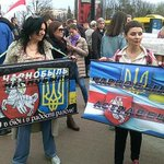 """В #Minskе прошёл """"Чарнобыльскi шлях"""". Белорусы протестовали против российской угрозы (ФОТО): http://t.co/11JsDG5NkD http://t.co/6BcwJu66mO"""