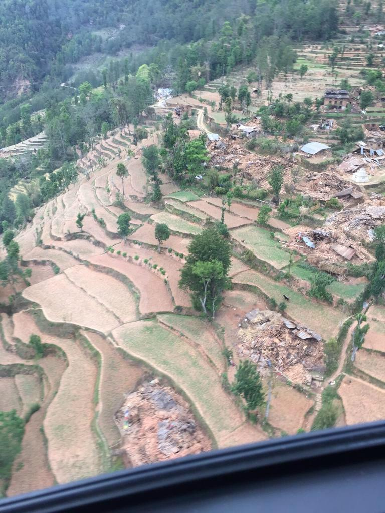 ネパールの田舎の村の状況と(場所不明)。RT@MarianCataln @RobbieBarnett Many Himalayan Villages are like this. http://t.co/9YQHUxRR7h