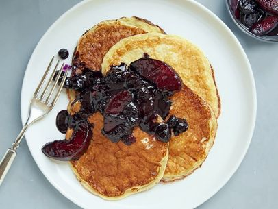Greek yogurt will turn your pancakes into a healthy protein-packed breakfast: http://t.co/bZjGS9XCQE. http://t.co/zRdVQd0X5l