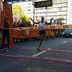 #Atletismo: Aguelmis Rojas ganó la Maratón de Montevideo. http://t.co/IjhjIA3NzK http://t.co/YaKaHD52Hh