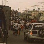 Hinchas de @LDU_Oficial en camino Monumental de Guayaquil. http://t.co/64nnOaTohe