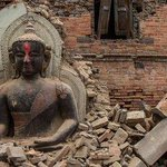 Death toll crosses 2500 in Nepal. Many historic temples Destroyed #Earthquake ! Pray for Nepal! #SriLanka #LKA http://t.co/k1f1YCWDqw