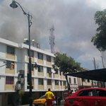 RT @testigomovil: #Incendio en el centro de Gye, por Rocafuerte y Juan Montalvo, reporta @Hl_lozano http://t.co/SkuW9dPKZD #TránsitoGYE