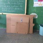Miembros PRM se quejan que no han podido votar por falta de valijas y padrones en ensanche Luperón #TNConvencionPRM. http://t.co/qmqaYJKPXN