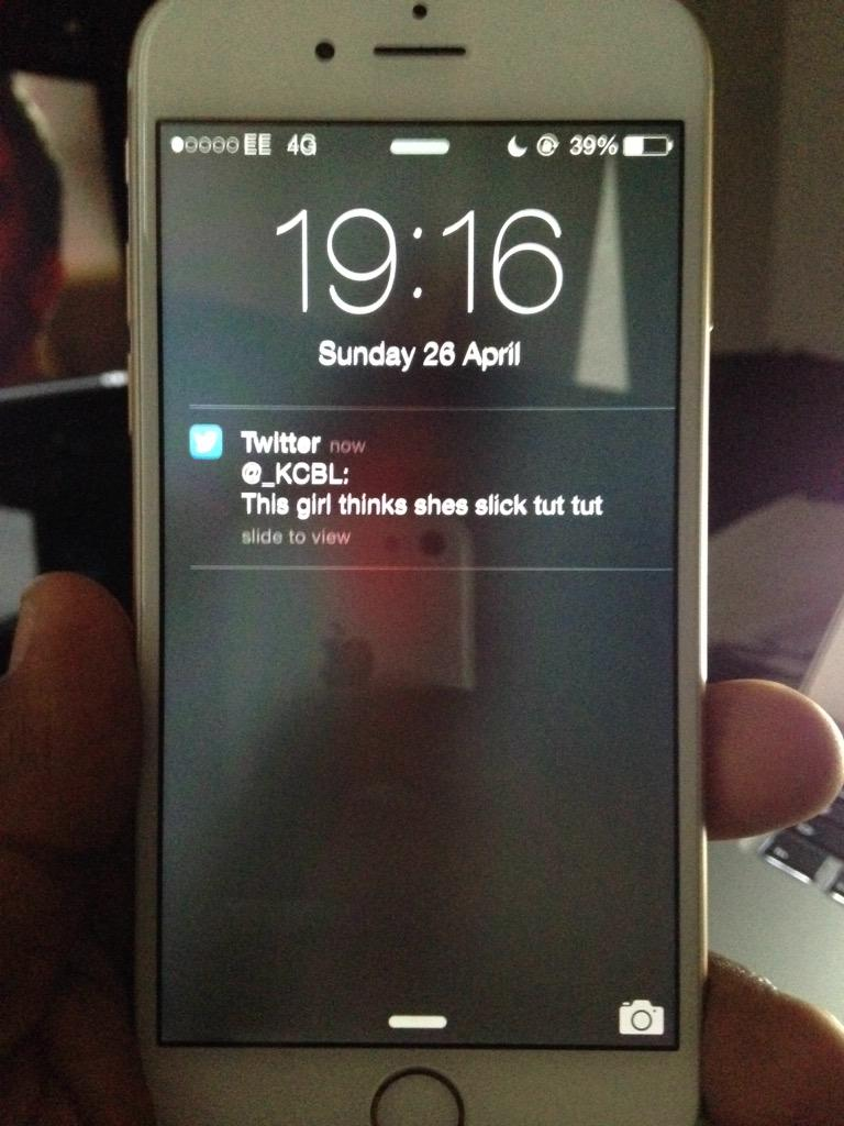 Next time you are with a babes tweet anything and look at their lock screen, sometimes this happens