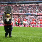 Der #FCA gratuliert dem @FCBayern München zur deutschen Meisterschaft 2015! #Meister #DeutscherMeister http://t.co/kzrjTWjTBL