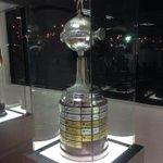 Por los trofeos que exhibimos en la vitrina de la casona... #EnciendeCasaBlanca http://t.co/l3BkXwALuH
