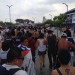 Hinchada de @LDU_Oficial rumbo al monumental de Barcelona de Guayaquil http://t.co/YBJ2CsNYNM