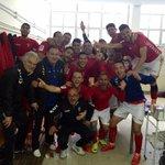 El vestuario grana comparte la victoria y la clasificación para el play off con todos vosotros. #OrgulloPimentonero http://t.co/1pJbABztIn