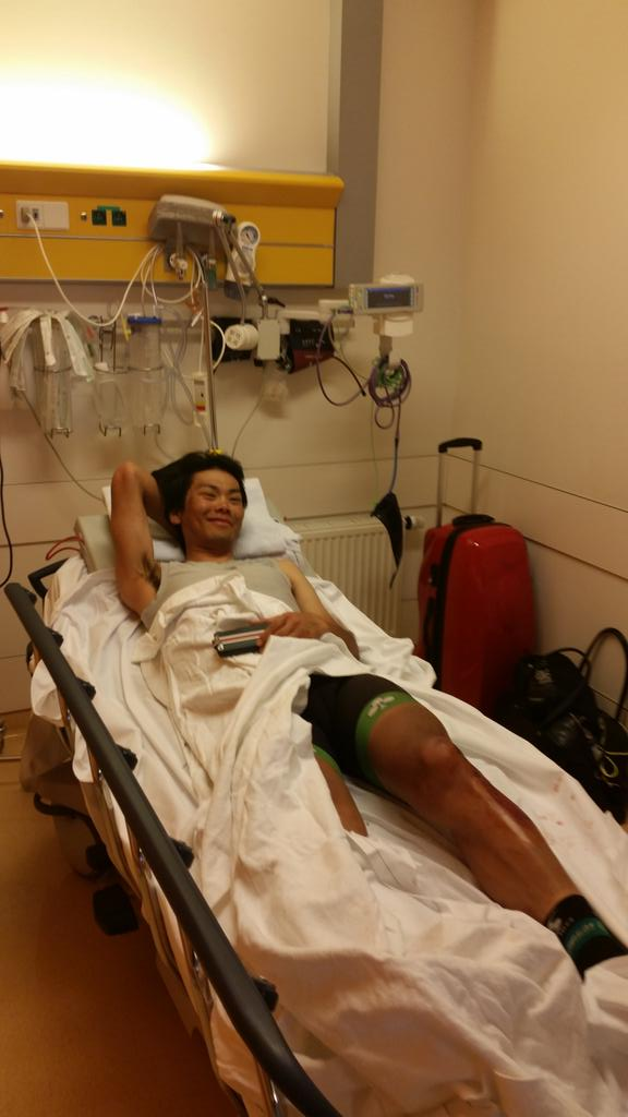 Two fracture Humerus,rib. and suture the wounds of shin.新城は上腕骨と肋骨を骨折。脛の傷を縫合。詳しい治療法や全治などは明日精密検査を行います。 @YukiyaArashiro http://t.co/nB1I0j9LlT