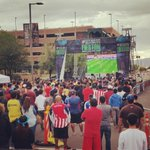 After the game, fans of Chivas and America watch #ElSuperClasico on a big screen. #LosDbacksFieston http://t.co/QAELjXCGwz