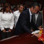 @TareckPSUV entrega la Orden Saman de Aragua post Mortem a William Querales http://t.co/hV0oftNfOb