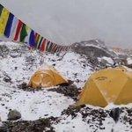 VIDEO   Impresionates imágenes de la avalancha en el Monte Everest. http://t.co/9ElBqZIYsR http://t.co/T9Z7RWLAD9