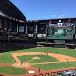 Sunday day baseball. My favorite. Gorgeous afternoon right now at Chase Field. @Dbacks @Pirates http://t.co/ZUC8Wp99wL