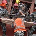 En imágenes: equipos de rescate del mundo son la esperanza en Nepal http://t.co/E6qujTntAb http://t.co/OEBtw5dWFl