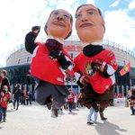 PMs are getting ahead on the festivities in Ottawa. Game 6 between @CanadiensMTL & @Senators starts soon. #MTLvsOTT http://t.co/sBKHNfpC5l