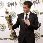 .@hazardeden10 looks very pleased with his PFA Players Player of the Year award... #PFAawards #CFC http://t.co/dxMkiswE5c