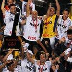 """"""" Eles nunca vão ganhar uma Libertadores.""""  """"Eles nunca vão ter estádio."""" http://t.co/PECCQNwBjF"""