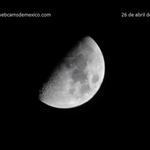 La hermosa luna esta noche en el cielo de México, 61% visible: http://t.co/t2OtXCR5bF