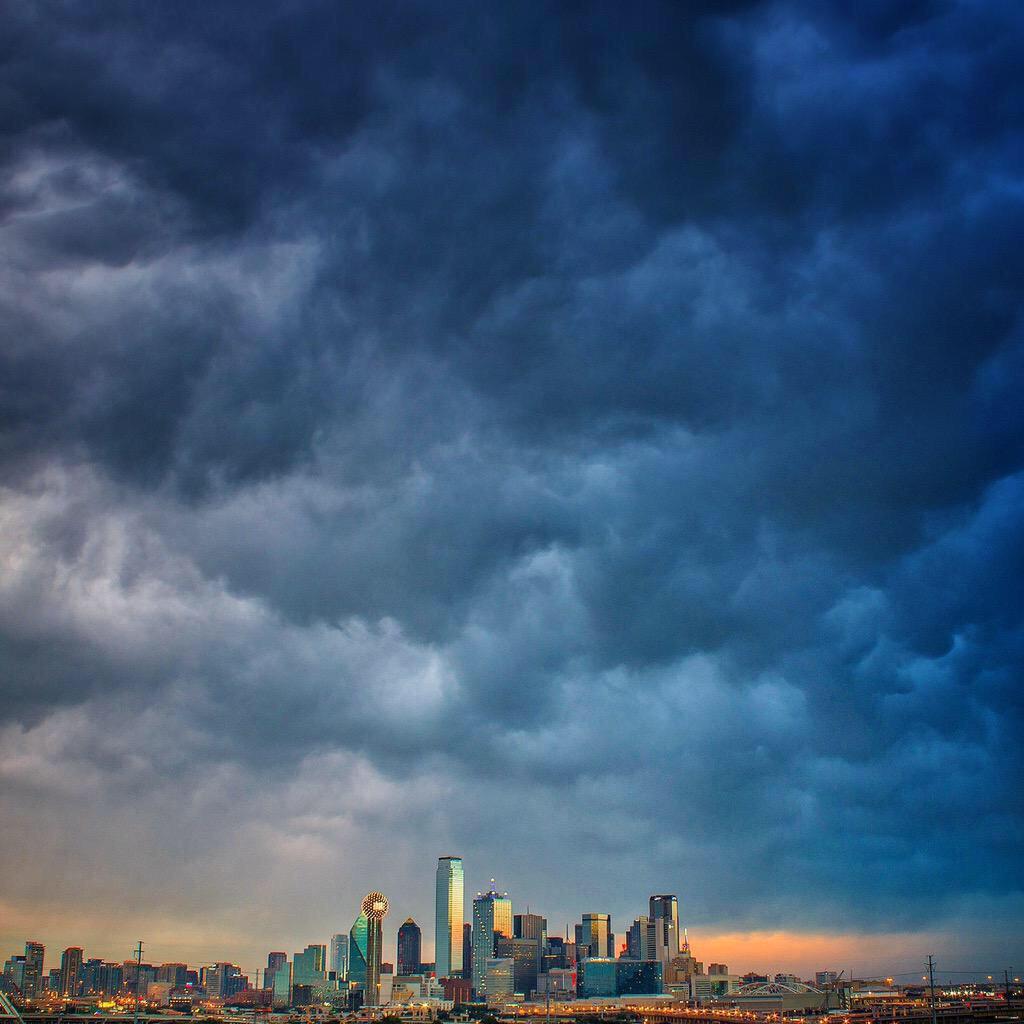 Storms in Dallas http://t.co/6hMMqOEm3R