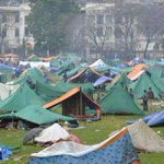 El número de víctimas supera las 3.200 en #Nepal http://t.co/m2uqgAblcn (foto: AFP) http://t.co/isG5XzbORe