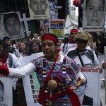"""Padres marchan hacia la ONU en NY; """"son nuestros hijos mañana podrían ser los suyos"""" http://t.co/9pkquTC1Ts http://t.co/AU7akGuvA2"""
