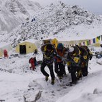Climbers are stuck on Mt. Everest with no way down after Nepal earthquake: http://t.co/pvauaBj3Vo http://t.co/YcK7WCMjHe