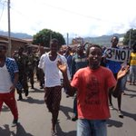 #protesters in Nyakabiga #bujumbura #burundi walking alongside soldiers to avoid being teargassed by riot police http://t.co/zCBBWbXdKQ
