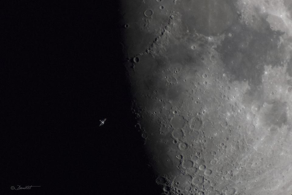 Incredible picture of International Space Station in front of the lunar terminator. http://t.co/E9hWpFoFRL ht @apod http://t.co/pARc81ZkGw